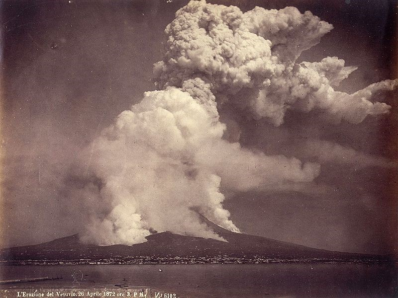 Erupção do Vesúvio de 1872. (Fonte: https://it.wikipedia.org/wiki/File:Vesuivio_Eruzione_26.04.1872.jpg)